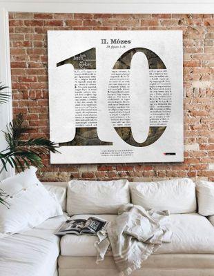 Tízparancsolat - igés poszter a falon